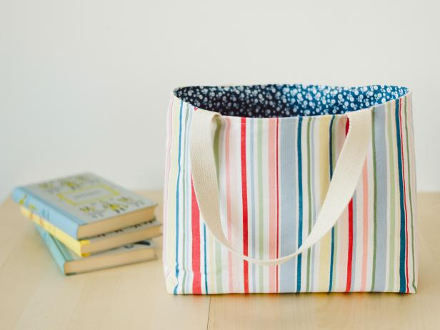 Sewing a cloth tote bag